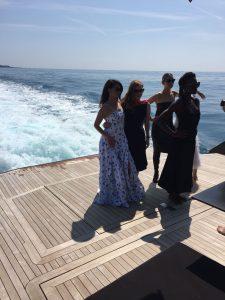 Baciati dal sole su Checkmate con Penelope Cruz